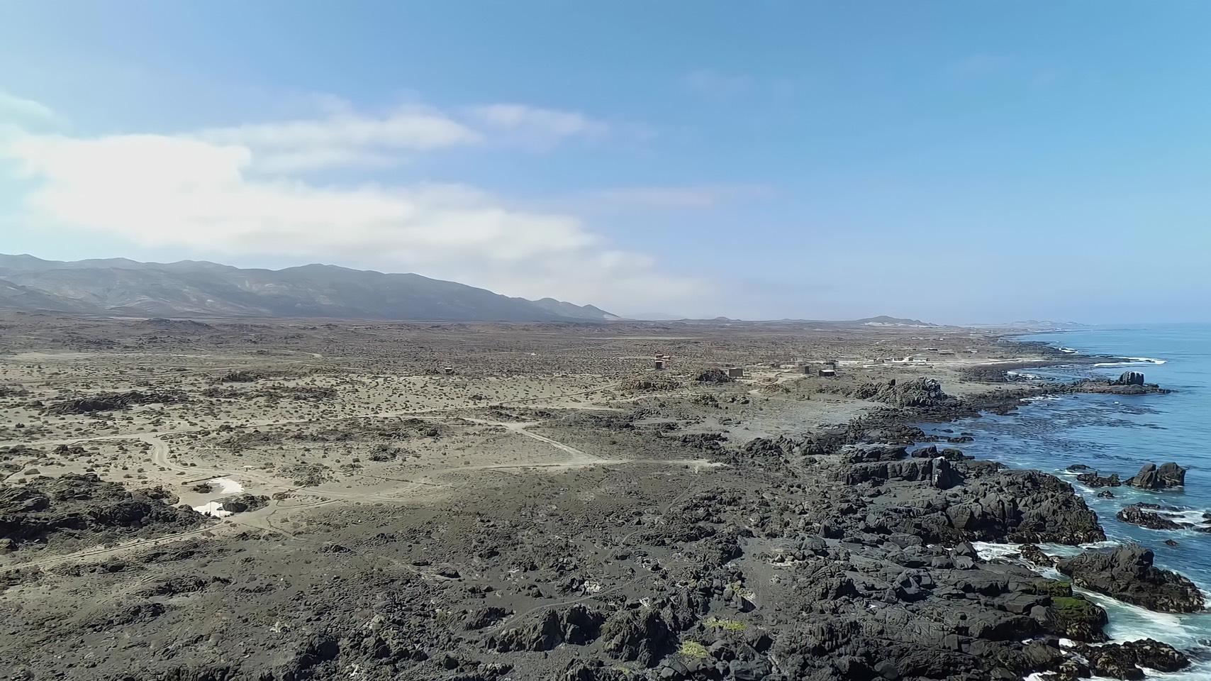 砂漠に面したチリ北部の海岸線