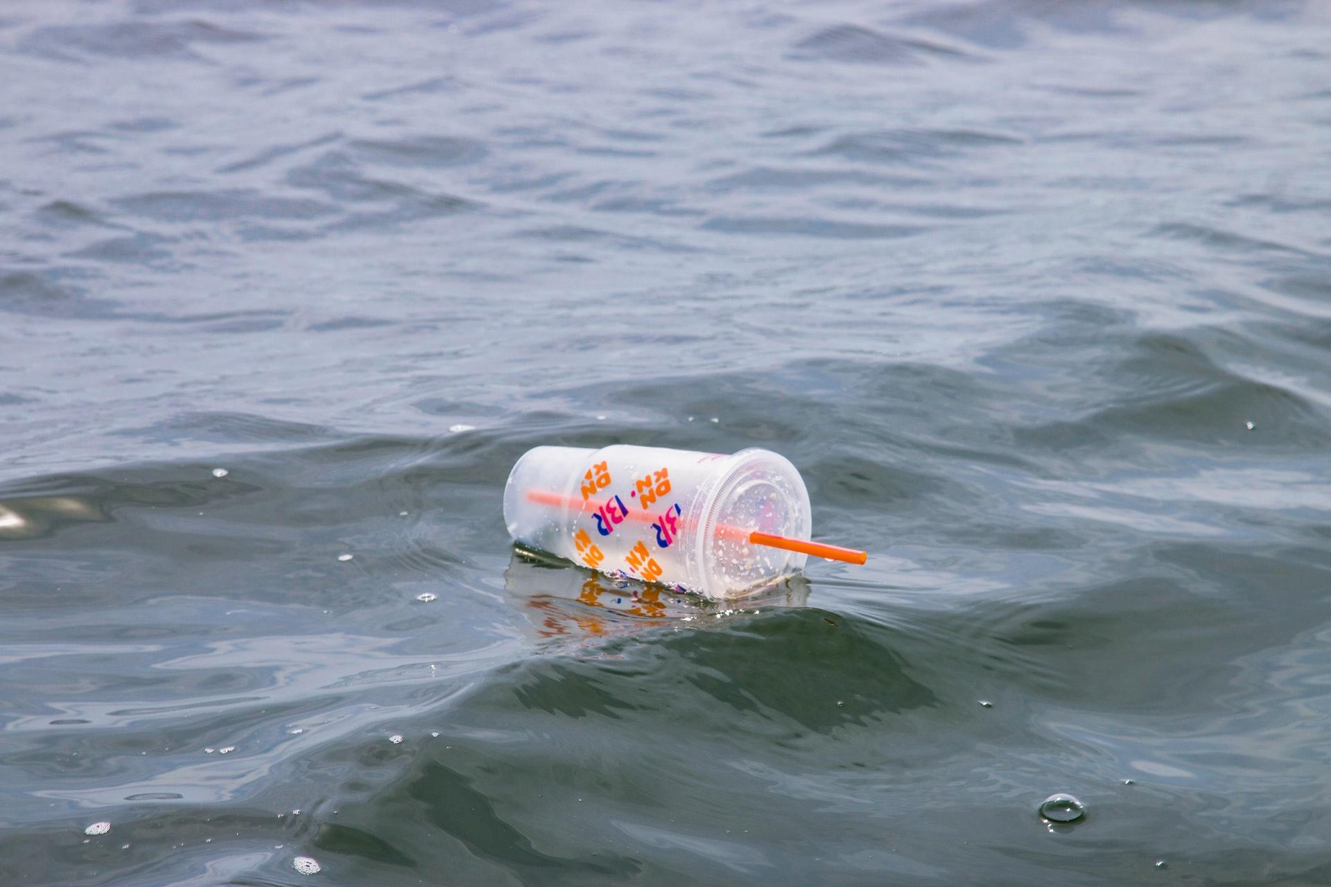 なぜ、紙ストローへの移行(脱プラスチック)が進められているのか