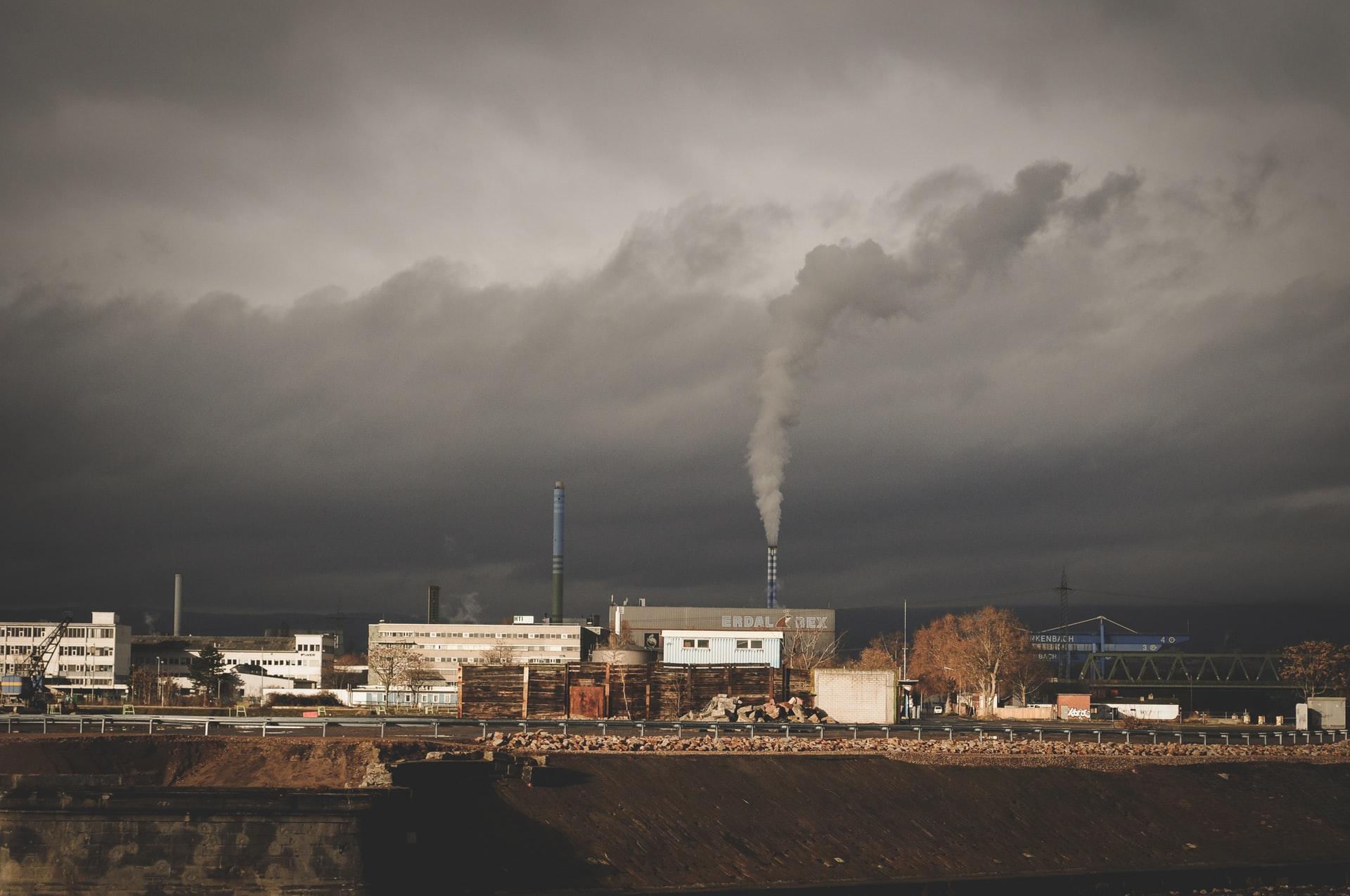 土壌汚染を引き起こす 4つの原因