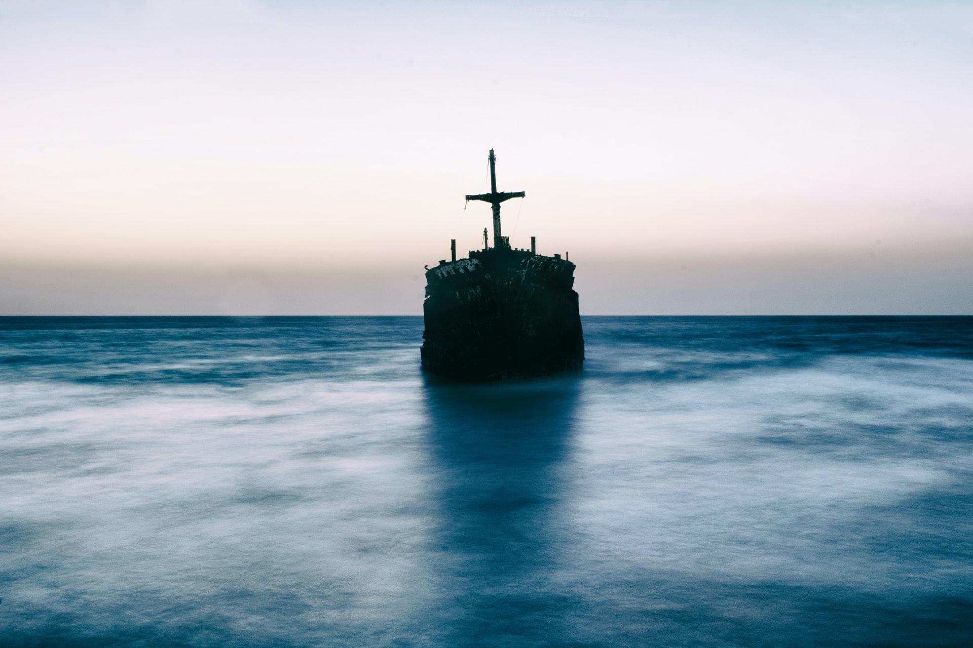 モーリシャス沖で貨物船座礁し、大量の重油が流出